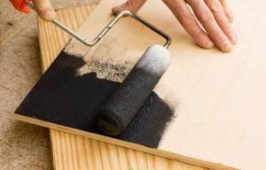 ¿Cómo elegir la pintura adecuada para madera?