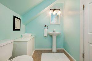 baño pequeño verde azulado