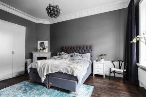 dormitorio gris con blanco